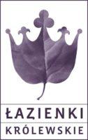 Na białym tle liść, którego końcówki są wycięte na kształt korony. Pod grafiką napis Łazienki Królewskie.