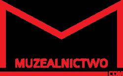"""Logo Muzealnictwo.com. Jest to logo przypominające książkę, na dole pozioma linia, a górna część jest w kształcie otwartej książki. Linia jest czerwona i pogrubiona. W środku napis Muzealnictwo, a na prawym końcu poziomej linii """".com"""""""