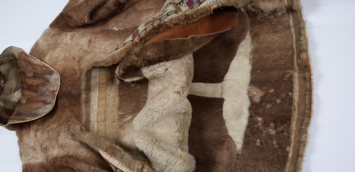 Okrycie wierzchnie – kuklanka ze skóry z futrem